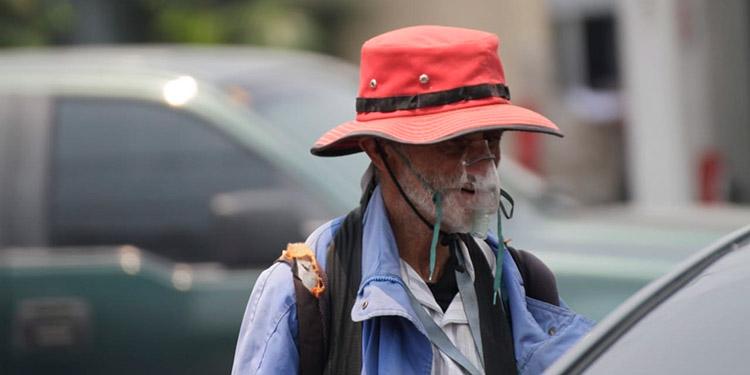 Los indigentes se las ingenian para protegerse del virus en las ciudades más pobladas del país.