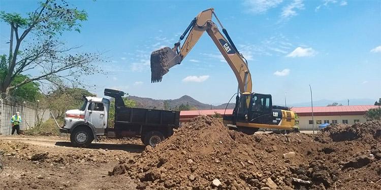 El hospital para atender paciente Covid-19 está en proceso de construcción.