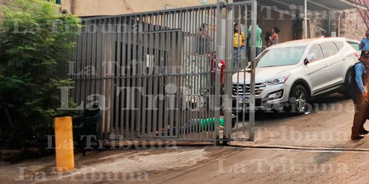 Joven es ultimado a balazos por guardia de seguridad tras presunta discusión