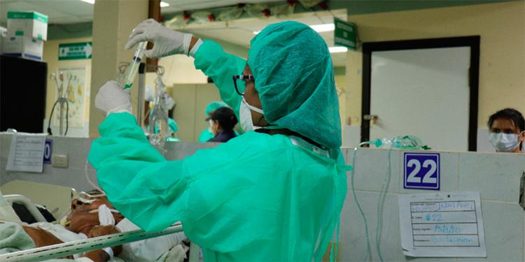 Más contagios de médicos los obliga a pedir relevos