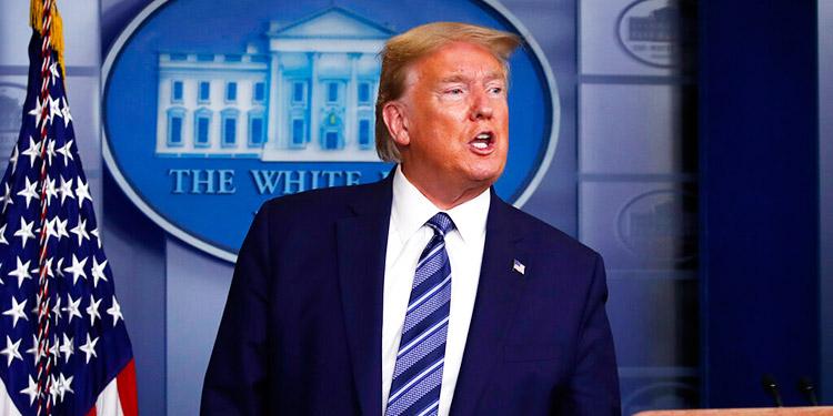 Trump decide suspender 60 días emisión de 'green cards'