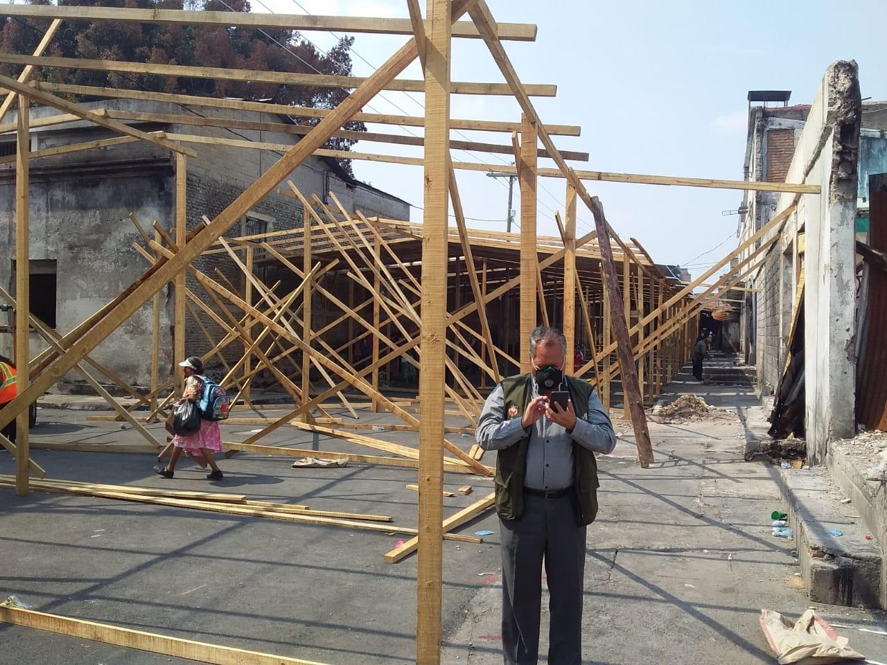 Alcalde capitalino supervisa reconstrucción de puestos en la quinta avenida de Comayagüela