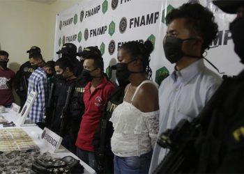 Entre los detenidos figuran Estefany Michell López Sosa, Fredy Misael Martínez Sotomayor y Wilmer Alexander Irías Barahona, de quienes se dijo que son miembros de la MS-13.