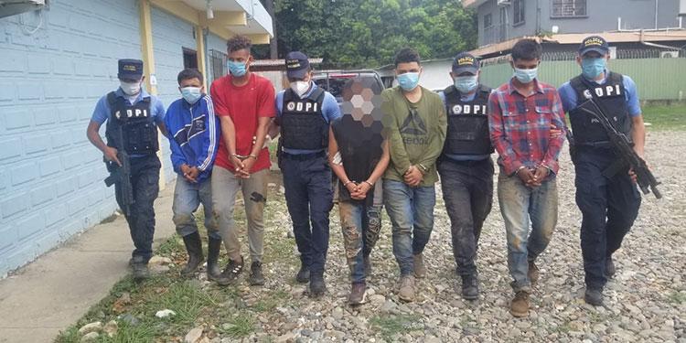 Los detenidos serán puestos a disposición de la Fiscalía de la localidad para continuar con el proceso legal en su contra.