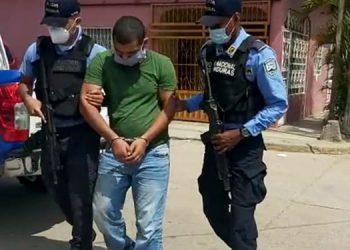 El detenido será puesto a disposición del juzgado que ordenó su captura para que se continúe con el proceso legal.