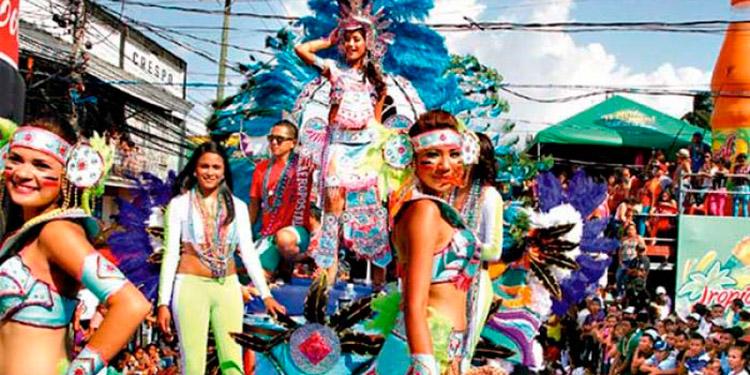 La nostalgia de muchos fue no poder ir a La Ceiba. Se conformaron con las tomas que sacaron por Facebook.