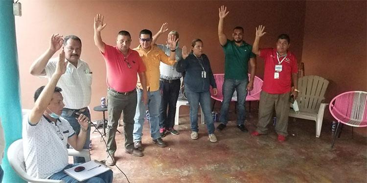 Los directivos de la Asociación de Prensa de Catacamas rindieron su promesa de ley.