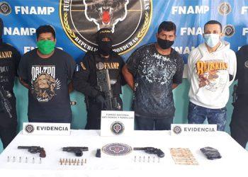 """Al momento de ser requeridos, tres de """"Los Chanchitos"""" andaban armados con pistolas automáticas."""