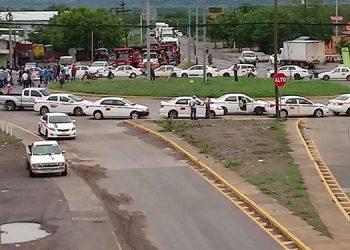 Largas hileras de vehículos livianos y pesados se formaron en el anillo periférico sobre la rotonda en la salida hacia San Marcos de Colón.