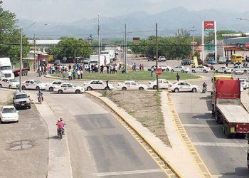 Taxistas se toman anillo periférico de Choluteca
