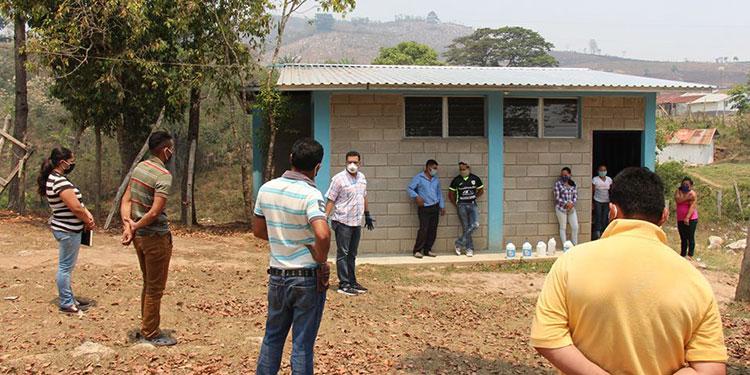 Varias comunidades alejadas de la zona urbana del municipio de Siguatepeque recibieron alimentación y materiales para desinfección.