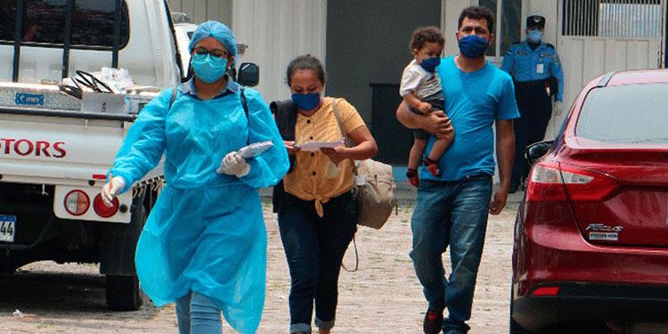 Aíslan 122 deportados provenientes de México