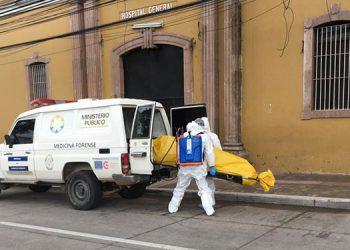 El insólito hecho criminal en que un paciente de COVID-19 le quitó la vida a un compañero de sala, sucedió en el Hospital General San Felipe de Tegucigalpa.