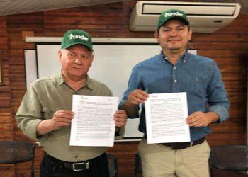Miguel Ángel Bonilla, director de Funder y Marlon Escoto, comisionado Presidencial de Cambio Climático.