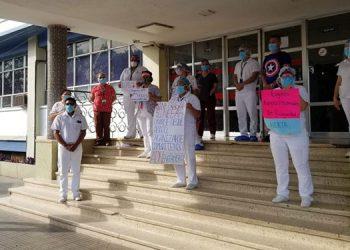 Más de 100 empleados de salud contagiados
