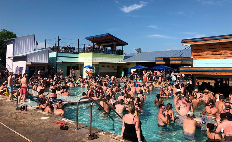 Muchos pasan el fin de semana del Memorial Day en el lago de los Ozarks