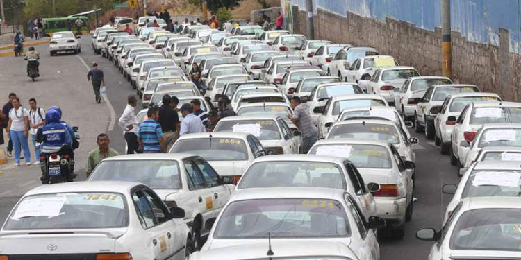 """Uno de los rubros que no han trabajado desde marzo, son los taxistas, por lo que pidieron """"el perdón"""" al Estado para no pagar la matrícula vehicular."""
