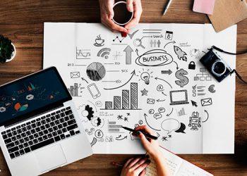 Desde empresas grandes, medianas hasta los pequeños emprendedores ofertan sus productos y servicios utilizando sitios web y redes sociales, para subsistir.