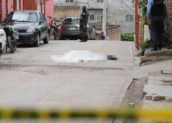 Peritos forenses indicaron que a la víctima le encontraron cierta cantidad de dinero y una bolsa con balas.