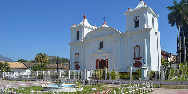 Moderna catedral con 200 años de su construcción.