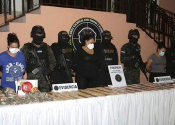Agentes que han participado en la operación han dado a conocer que a las capturadas se les abrirán líneas investigativas por el delito de lavado de activos.