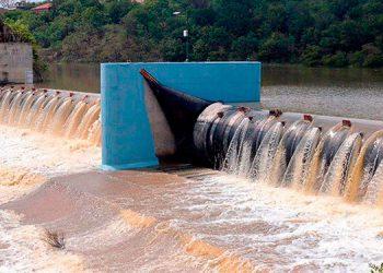 Debido a las fuertes lluvias registrados en la capital la represa Los Laureles está en su máximo nivel.