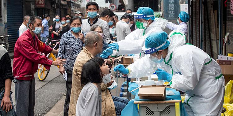 China prueba cinco vacunas en humanos