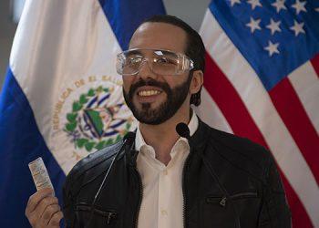 """El presidente de El Salvador, dijo que consume la hidroxicloroquina como """"profilaxis"""" y pidió a la OMS que revise la decisión de sacarlo de los protocolos de atención al COVID-19. (LASSERFOTO  AFP)"""