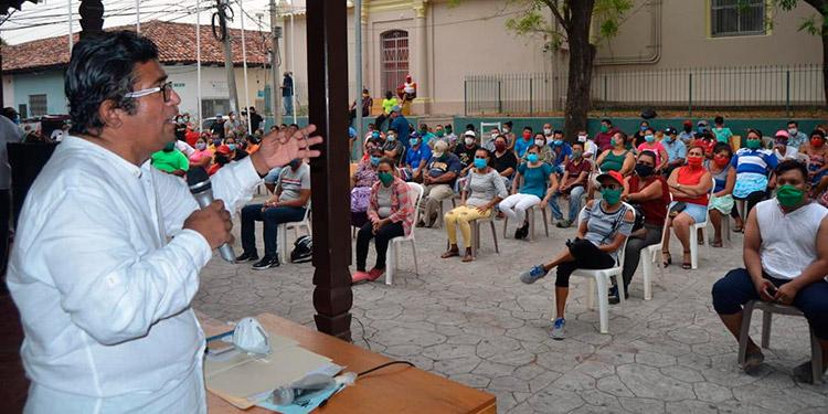 Más de 150 mercaderes se reunieron con el alcalde de Choluteca, Quintín Soriano, quien les prometió que los mercados se abrirán la otra semana.