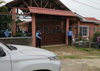 Un hombre murió en el interior de esta casa y el otro falleció antes de ser ingresado al Hospital Santa Teresa, de la ciudad de Comayagua.