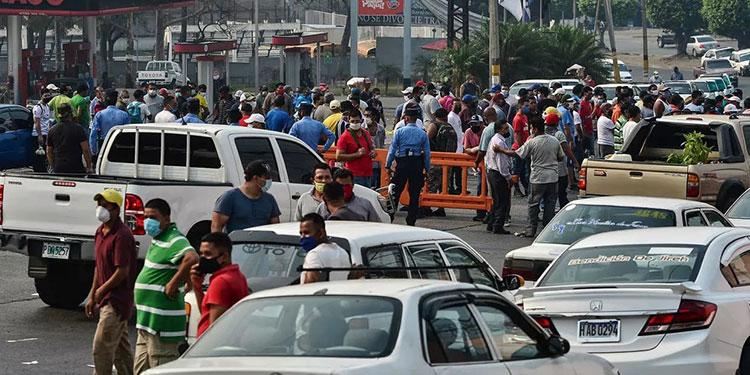 Los taxistas deberán transportar menos de cuatro pasajeros para poder laborar y con todas las medidas de protocolo.