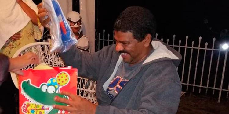 Wilmer Vargas, en medio de la discriminación que él y su familia han sufrido por el COVID-19, aprovecharon para festejar su cumpleaños.