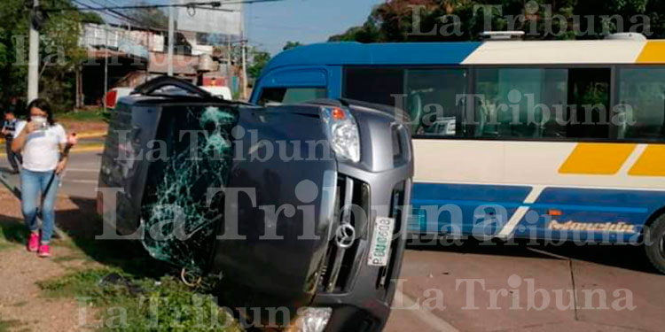 Accidente vial deja cinco enfermeras heridas en la capital