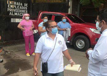 Temprano a la mañana, el alcalde Quintín Soriano coordinó el traslado del personal de enfermería del Hospital General del Sur a sus casas y viceversa.