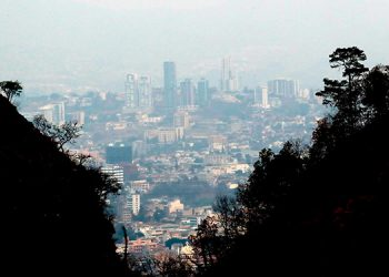 La bruma por los incendios sigue afectando a Honduras, que registra 720 quemas