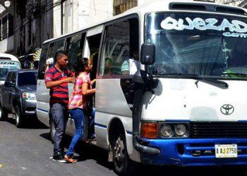 """Normalmente, los pasajeros son introducidos en los buses como """"sardinas enlatadas"""", lo que ofrecen cambiar los transportistas para evitar el contagio del COVID-19."""