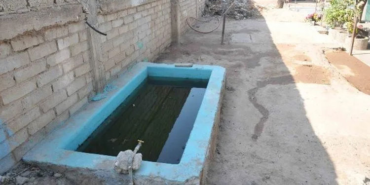 Las pilas se mantienen llenas de agua y con ello la proliferación de zancudos.