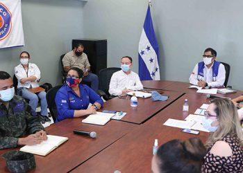 El jefe de la Fuerza de Seguridad Interinstitucional Nacional (Fusina) en Comayagua, teniente coronel Jaime Brito, también presentó un reporte al mandatario de las acciones que ha realizado en el marco de la pandemia.