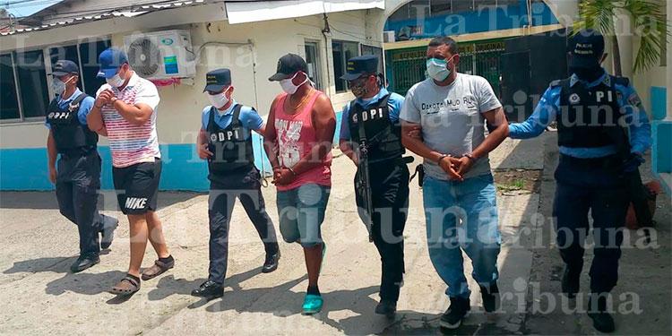Arrestan a dos hondureños y un nicaragüense por suponerlos responsables del delito de asesinato