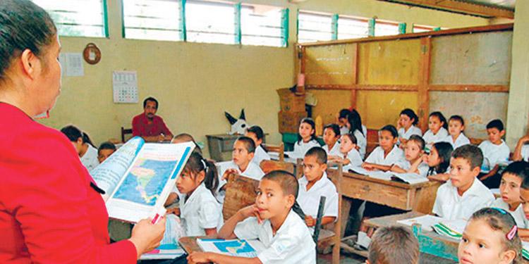 La mitad de los alumnos en Honduras sin clases por COVID-19 están rezagados