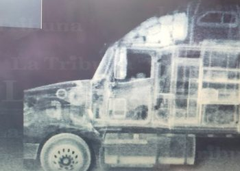 Interceptan furgón con unos 200 paquetes de supuesta cocaína ocultos en el interior
