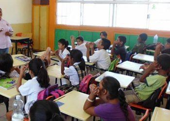 El Estado debe intervenir crisis entre los padres de familia y centros educativos privados