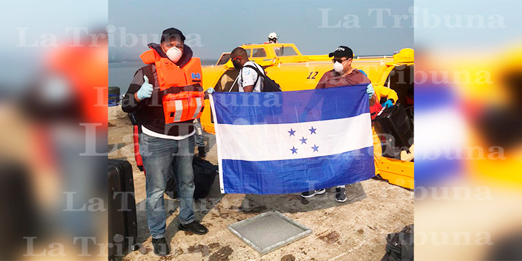 Desembarcan 86 marinos hondureños en Puerto Cortés