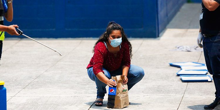 Migrantes deportados enfrentan hostilidad por el coronavirus