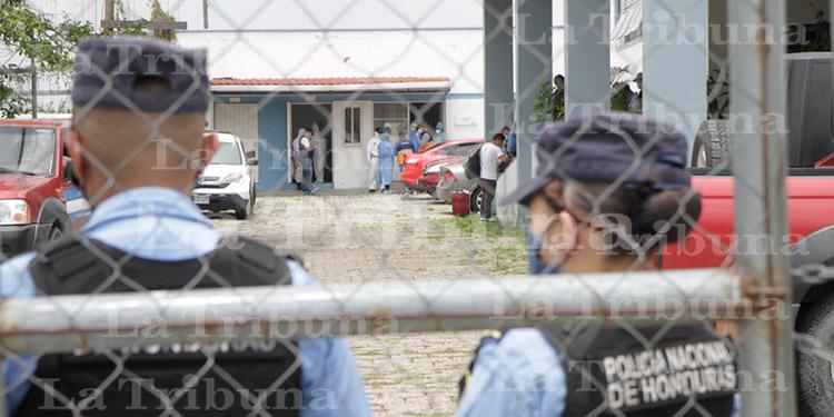 Llegan 138 deportados al aeropuerto Toncontín; varios contagiados por COVID-19