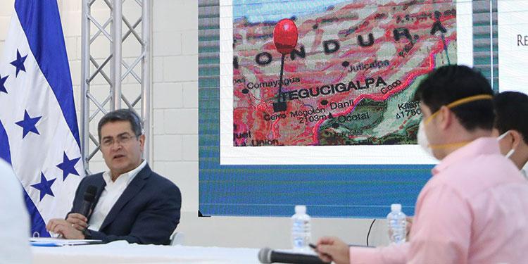 El ministro de la Presidencia, Ebal Díaz, dio a conocer los resultados concretos de las mesas de trabajo que han sido integradas por representantes del gobierno y de diversos sectores económicos y sociales.