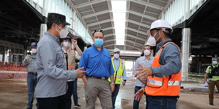 El mandatario supervisa la construcción del aeropuerto, que se reanudó hace dos semanas.