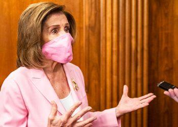Pelosi pide más fondos para combatir la pandemia de COVID-19