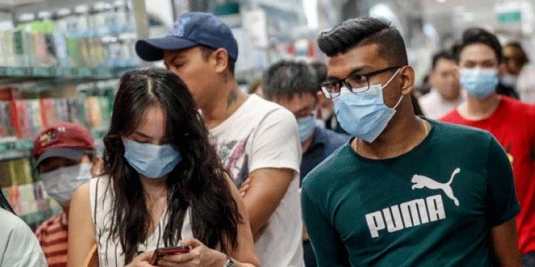 Hondureños en acera de embajada en España pidiendo vuelo humanitario
