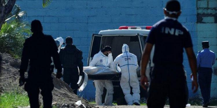 Se ha señalado que algunas de las privadas de libertad ultimadas fueron víctimas de estrangulamiento y heridas de armas cortopunzantes.